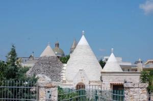 Trulli e Chiesa Matrice a Villa Castelli nel Salento