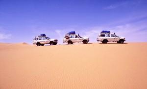Auto sulle dune in Algeria