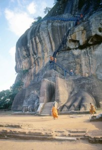 Sri Lanka, monaci nella fortezza di Sigiriya