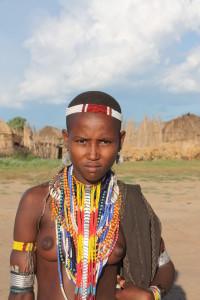 Etiopia, le donne sono bellissime con i loro ornamenti
