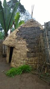 Le capanne dei Dorze con  l'ingresso a forma di naso o di proboscide di elefante