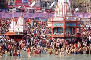 India, bagno purificatore nel Gange