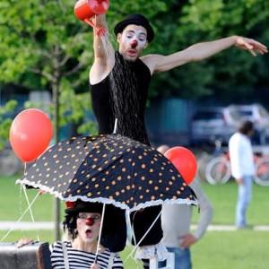 """Mantova, spettacolo di clowns a """"Romantico"""""""