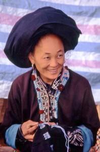 Vietnam, donna in costume
