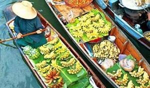 Bangkok, il famoso mercato galleggiante