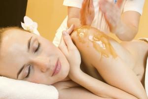 Terme Merano, massaggio con miele altoatesino by Tappeiner