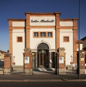Milano, la facciata del teato