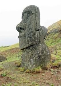 Cile, statua nell'isola di Pasqua