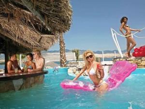 Croazia, movida in piscina