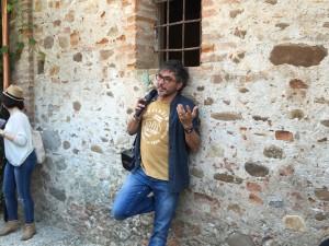Teo Musso mentre racconta la storia del suo birrificio