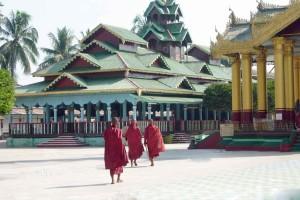 Birmania, monaci e tempio