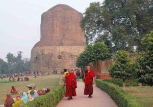 incl03m Sarnath, stupa e monaci